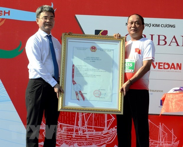 Geographical indication given to Ly Son garlic hinh anh 1