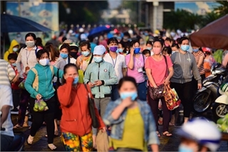 HCM City promises support for workers laid off due to pandemic