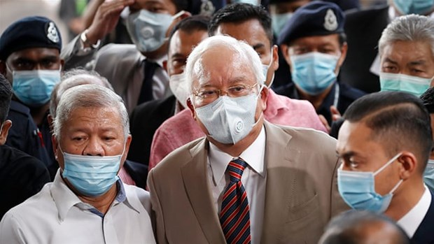 Former Malaysian PM Najib sentenced to 12 years in prison hinh anh 1