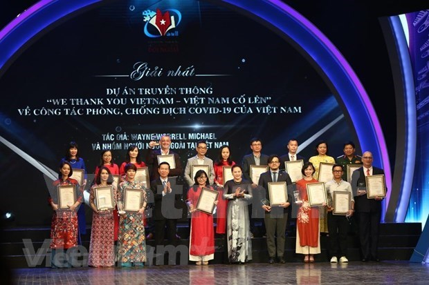 Foreigners' news reports, academic writings highlight pressing local issues hinh anh 3