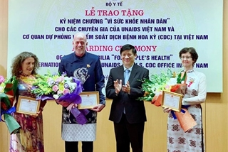 Three foreign experts honoured for supporting health sector in Vietnam