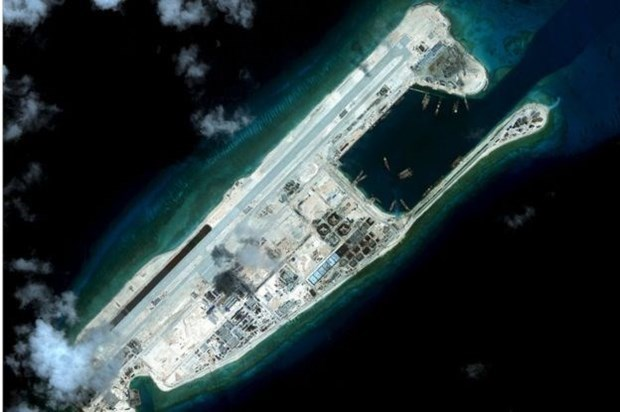 US sanctions Chinese firms, individuals for illegal construction of artificial islands in East Sea hinh anh 1