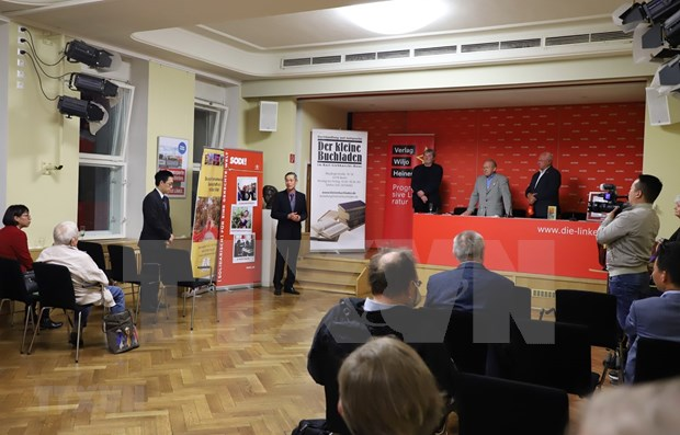 German journalist launches book on Ho Chi Minh's political biography in Berlin hinh anh 1