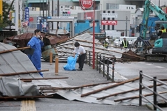 Authorities search for two Vietnamese apprentices missing in typhoon in Japan