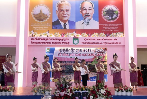 Lao - Vietnamese bilingual school begins new school year hinh anh 1