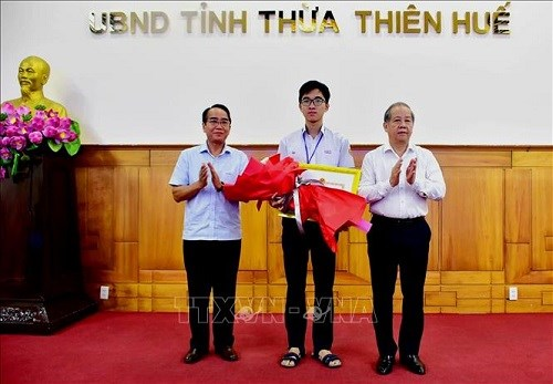 Two-time int'l Olympiad gold medallists to receive first-class Labour Order hinh anh 1
