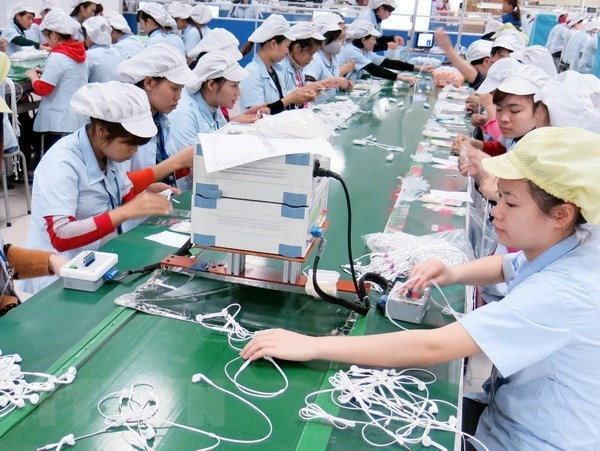 Foreign capital still heads to manufacturing, processing hinh anh 1