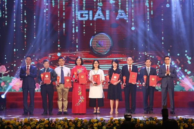 Book about armed forces wins first prize at National Book Awards hinh anh 1