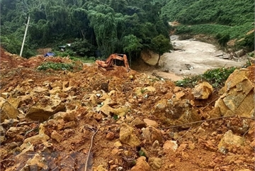 Bodies of 13 rescue team members pulled from landslide rubble