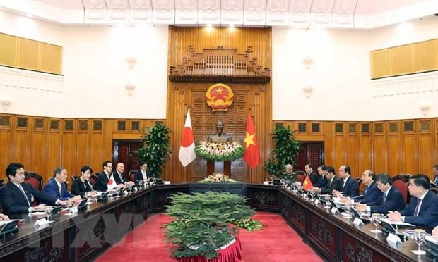 Vietnamese, Japanese PM hold talks hinh anh 1
