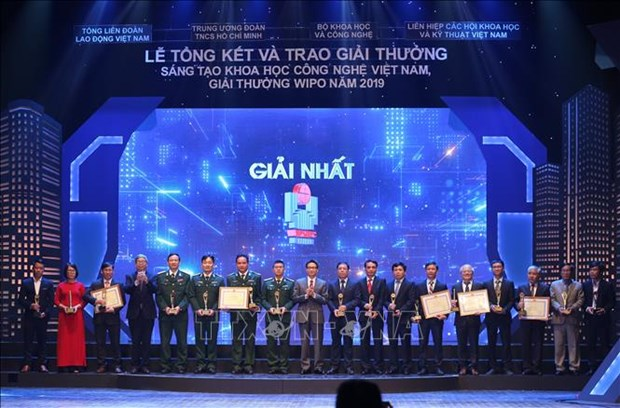 Sci-tech innovation awards honour 40 projects hinh anh 1