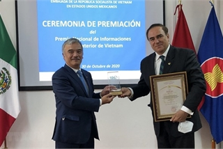 Prizes of National External Information Service Awards granted to Mexicans