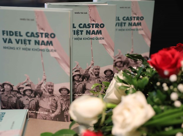 Book on Fidel Castro and Vietnam debuts hinh anh 1
