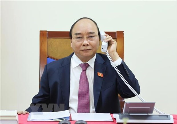 Vietnamese, Lao Prime Ministers hold phone talks hinh anh 1