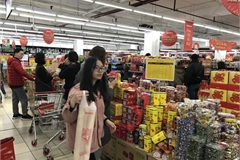 Retailers rush to expand market share