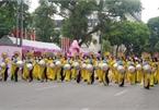 """Hundreds parade in Hanoi to show off beauty of """"Ao Dai"""""""