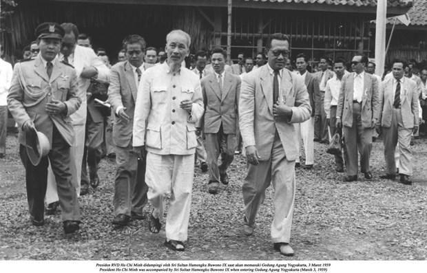 Photo exhibition celebrates Vietnam-Indonesia diplomatic ties hinh anh 1