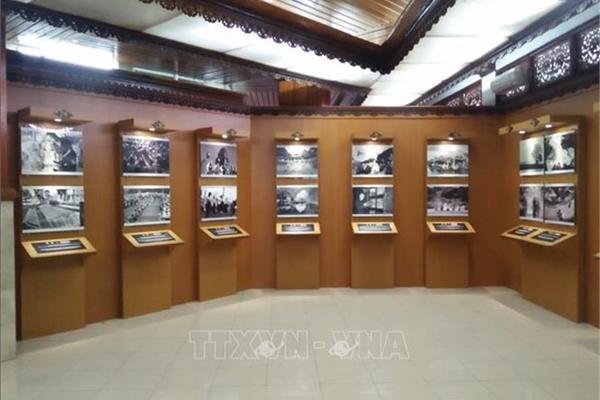 Photo exhibition underway in Bali to mark 65th anniversary of Vietnam-Indonesia ties