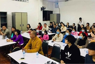 Free language classes offered to Vietnamese citizens in Laos