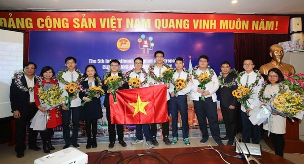 Vietnamese students win five gold medals at Int'l Olympiad of Metropolises hinh anh 1