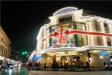 Christmas atmosphere overwhelms Vietnam
