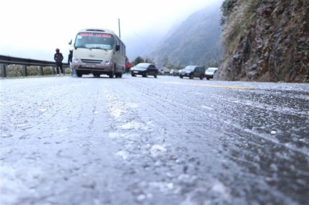 Strong cold spell causes damage to north, north central regions hinh anh 1