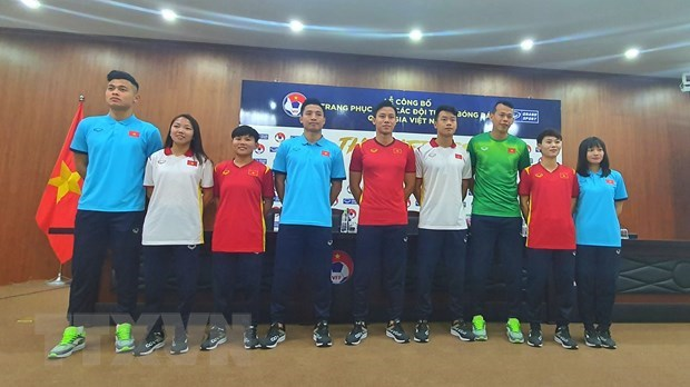 New national football team jerseys for 2021 unveiled hinh anh 1