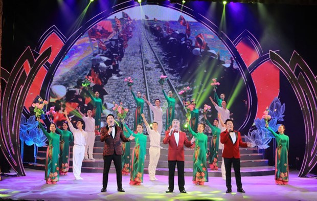 Close to 1,000 artists to join music gala celebrating 13th National Party Congress hinh anh 1
