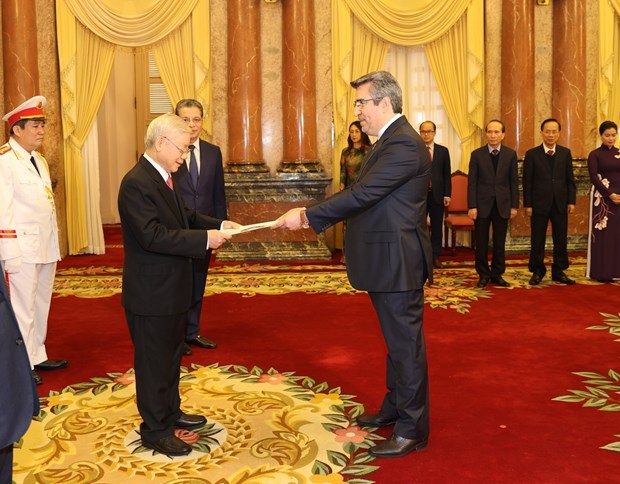 Top leader receives credentials of new ambassadors of Spain, Iran, Philippines hinh anh 2