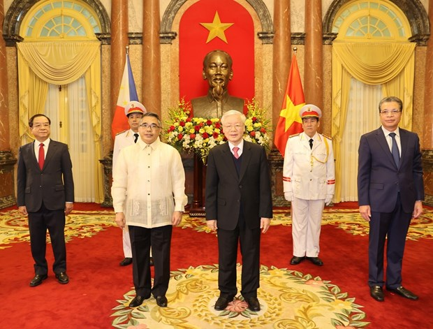 Top leader receives credentials of new ambassadors of Spain, Iran, Philippines hinh anh 3