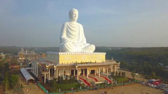 Binh Phuoc now boasts tallest sitting Buddha statue in Southeast Asia hinh anh 1