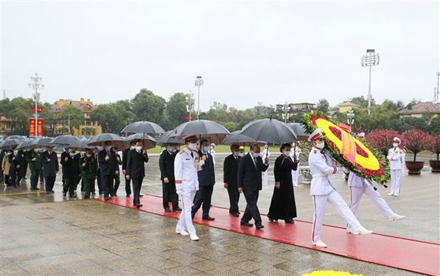 Party, State leaders pay tribute to President Ho Chi Minh hinh anh 1