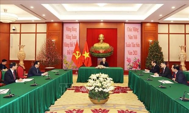 Top leaders of Vietnam, Cuba hold phone talk