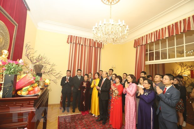 Vietnamese across the world celebrate traditional Lunar New Year hinh anh 2