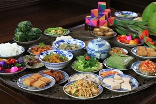 Traditional Tet food offerings to ancestors