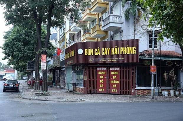 Hanoi orders closure of streetside stalls, religious sites hinh anh 1