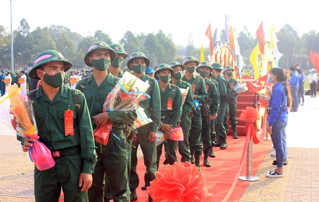 Young people set off for military service hinh anh 3