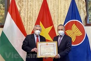 Hungary-Vietnam Friendship Association leaders honoured
