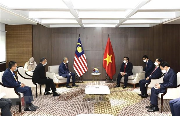PM meets Cambodian, Singaporean, Malaysian counterparts hinh anh 3