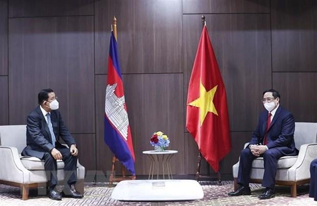 PM meets Cambodian, Singaporean, Malaysian counterparts hinh anh 1