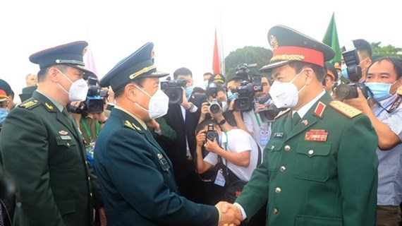 Vietnam, China hold sixth border defence friendship exchange hinh anh 1