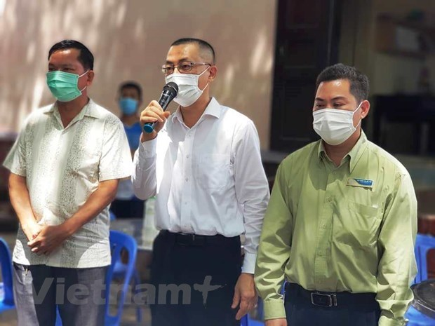 Vietnamese in Cambodia advised not to return home illegally hinh anh 1