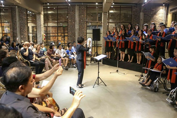 Hanoi: Old factory provides unique venue for music show hinh anh 2