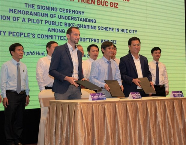 Hue to pilot public bike-sharing scheme hinh anh 1