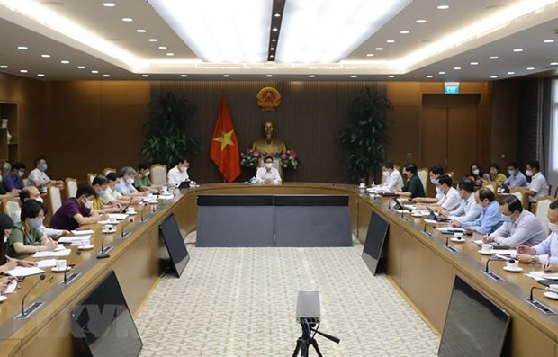 Deputy PM urges more drastic actions against COVID-19 hinh anh 1