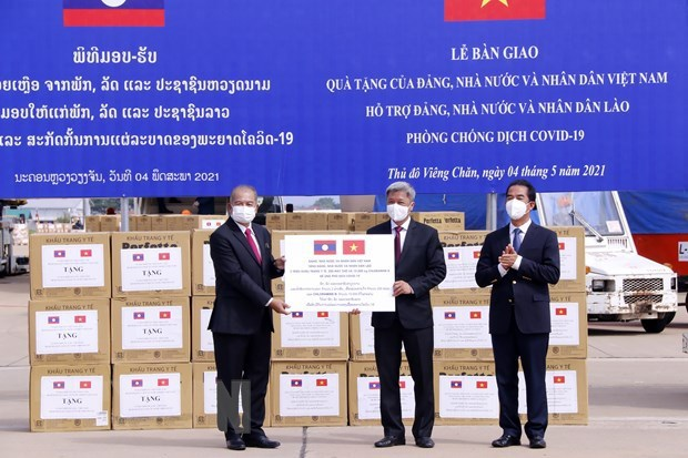 Vietnam provides support for Laos in COVID-19 fight hinh anh 1