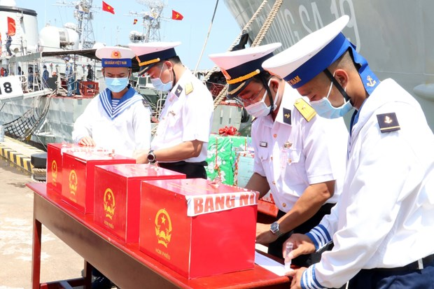 Early voting organised in 12 provinces, cities nationwide hinh anh 1