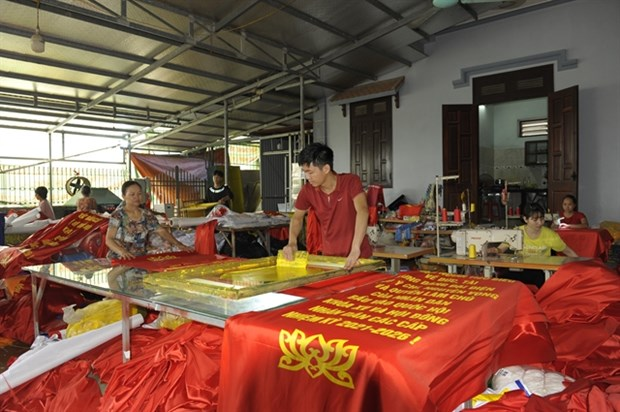 Trade village busy making flags ahead of general election hinh anh 1