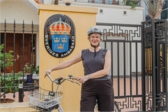 Swedish Ambassador enjoys cycling to work on Made-in-Vietnam bicycle