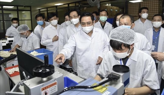 PM: Vietnam must be able to produce COVID-19 vaccines no later than June 2022 hinh anh 2